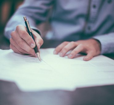 Comment signer des documents en tant que mandataire ?